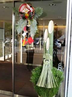 東宝玄関飾り2012.jpg